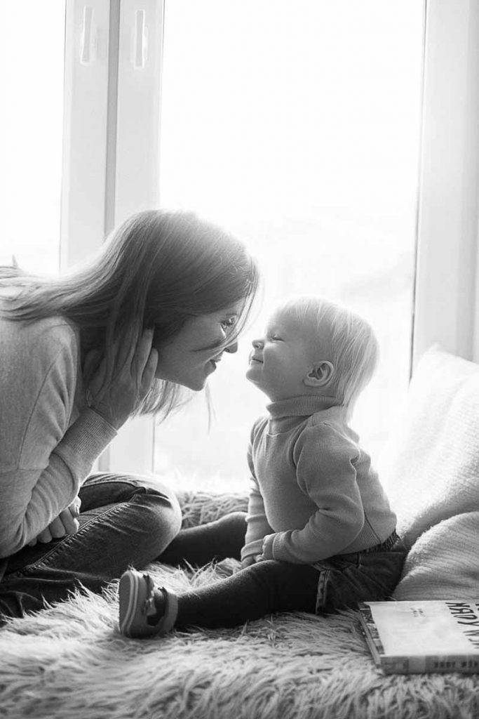familieportræt af mor og barn